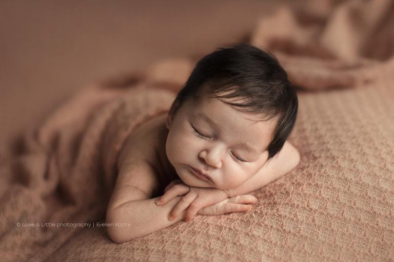Newborn fotografie Amersfoort - Love & Little fotografie - Evelien Koote geboortefotograaf